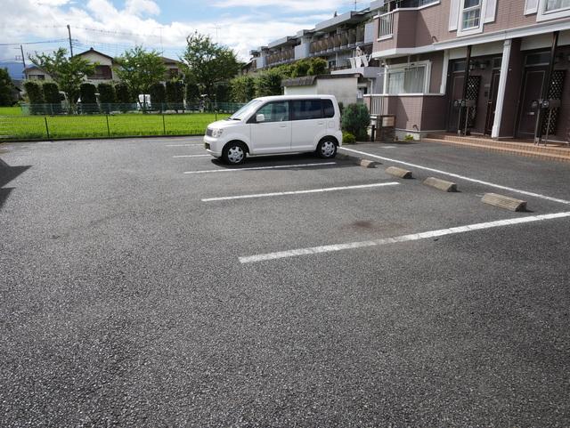 カーサソレアードA駐車場