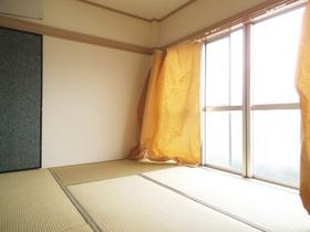 日当たりのよい和室は広々!