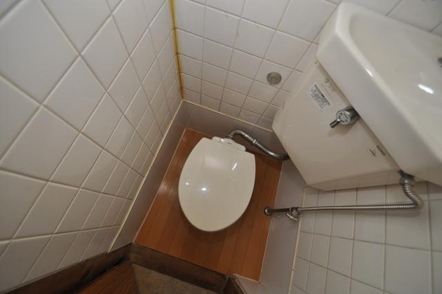 長瀬町1-3-10貸家(高山貸家) 清潔感のある爽やかなトイレ。誰もがリラックスできる空間です。