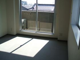 https://image.rentersnet.jp/019ebdca-e55a-4397-9c63-15bbd3c65f19_property_picture_958_large.jpg_cap_居室
