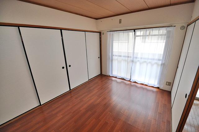 シャンピニヨン岩崎 窓が大きいので圧迫感がありません。日光浴が日課になりそう。