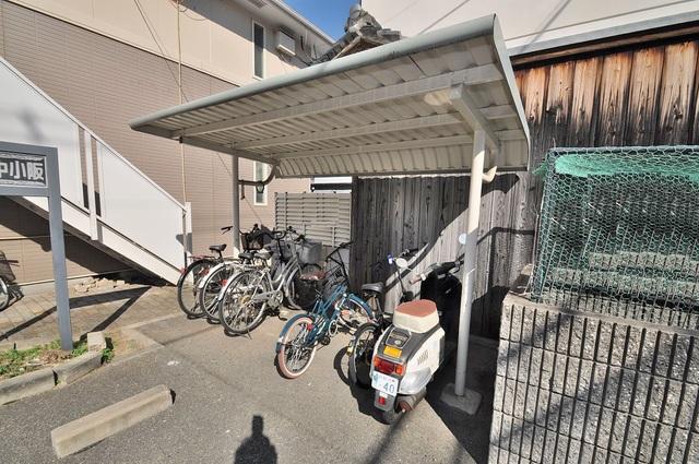 ビオス中小阪 敷地内にある専用の駐輪場。雨の日にはうれしい屋根つきです。