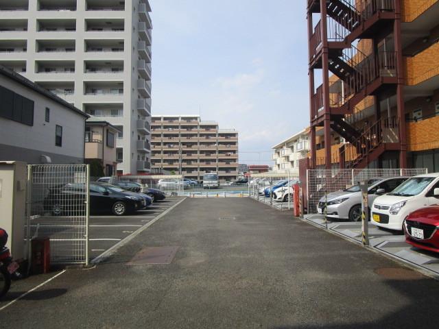 本厚木駅 徒歩12分駐車場