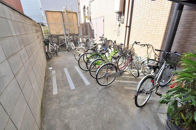 ヴィーブルアサダ あなたの大事な自転車も安心してとめることができますね。
