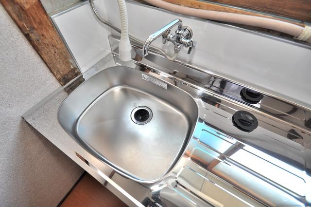 若江本町4-8-40貸家 洗面台を兼ねたシンクです