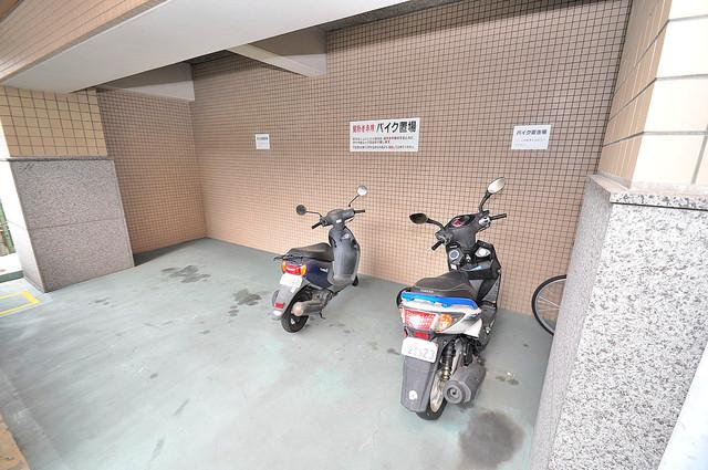 ジオ・グランデ高井田 屋根付きの駐輪場は大切な自転車を雨から守ってくれます。