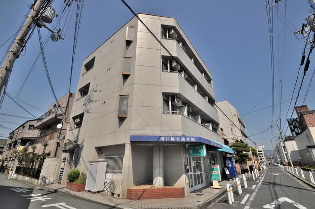 ロイヤルシード小阪 シックな色合いで落ち着いた雰囲気のマンションです。