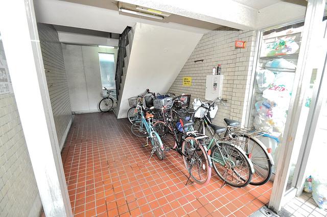 ロイヤルハイツ八戸ノ里 この階段を登った先にあなたの新生活が待っていますよ。