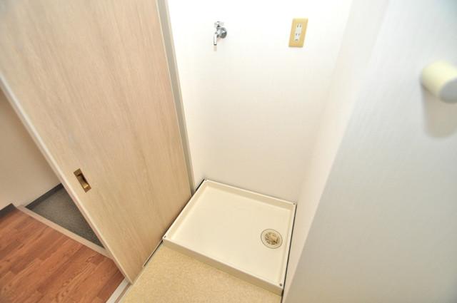 フォワイエ 嬉しい室内洗濯機置場。これで洗濯機も長持ちしますね。