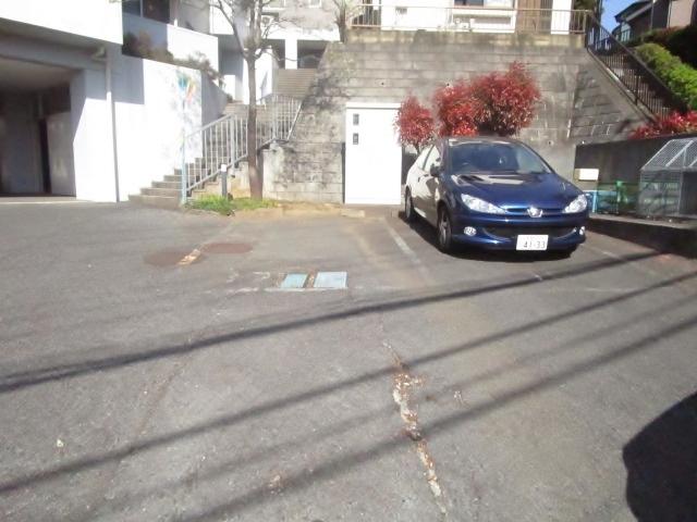 ファミーユ桜ヶ丘駐車場
