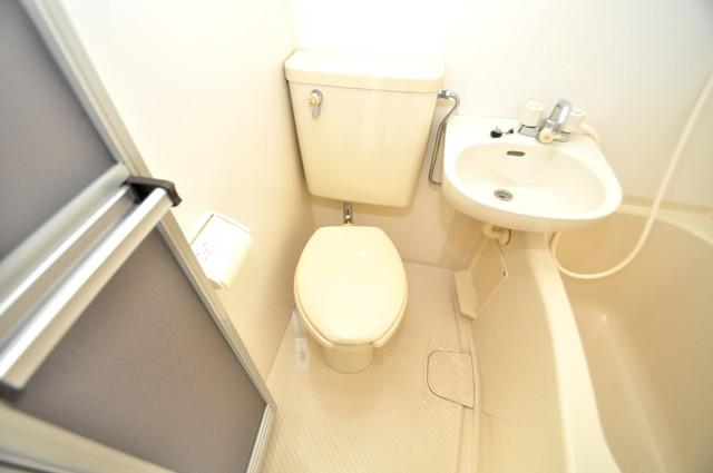 アパートメント生野Ⅲ スタンダードなトイレは清潔感があって、リラックス出来ます。