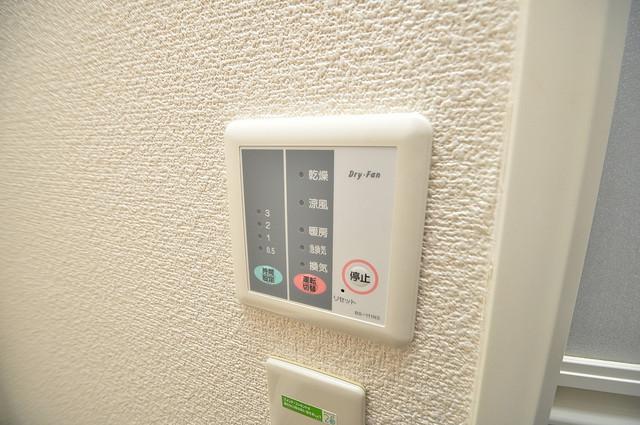レオパレススズラン 給湯リモコン付。温度調整は指1本、いつでもお好みの温度です.
