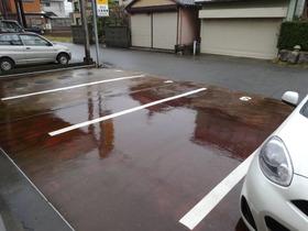 https://image.rentersnet.jp/0454f272427c63519b476bd4c571be59_property_picture_1991_large.jpg_cap_敷地内駐車場