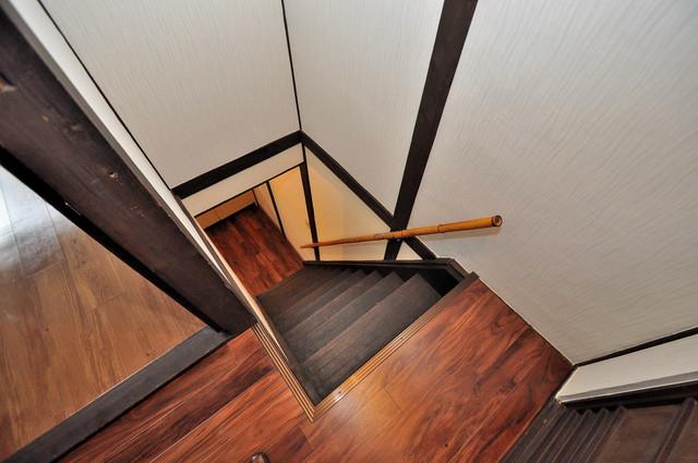 エフェクティブハウス布施 階段は手すりがあって安心です。