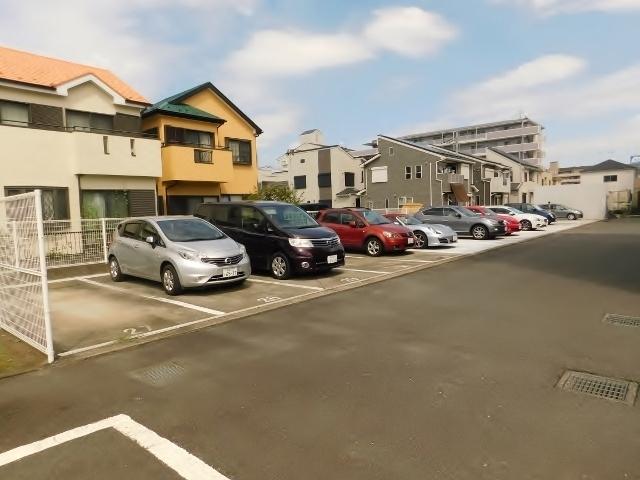 アトラクトマンショントムロ駐車場