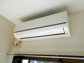 南面の洋室に設置済のエアコン