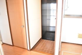 https://image.rentersnet.jp/04a2a478-6b1f-4032-9147-08aad9b1059d_property_picture_953_large.jpg_cap_玄関