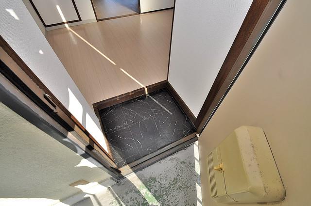 メゾン・ダイコー 玄関を開けると解放感のある空間がひろがりますよ。