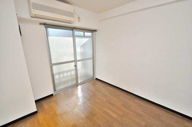 八千代ハイツ 明るいお部屋は風通しも良く、心地よい気分になります。