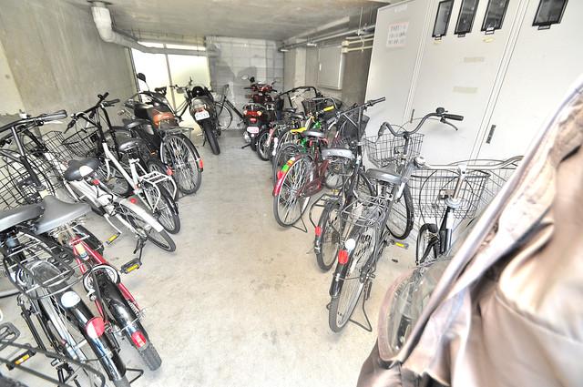 アバンティ深江S 敷地内にある専用の駐輪場。雨の日にはうれしい屋根つきです。