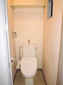 窓のあるトイレ(温水洗浄便座設置済)