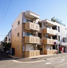 1フロア2住戸のマンション。