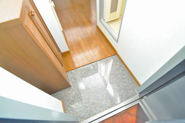 メロディーハイム小阪 玄関を開けると解放感のある空間がひろがりますよ。