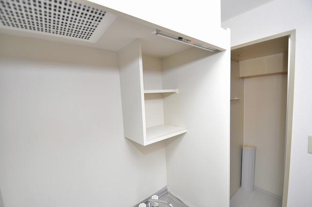 エンゼルハイツ小阪本町 キッチン棚も付いていて食器収納も困りませんね。