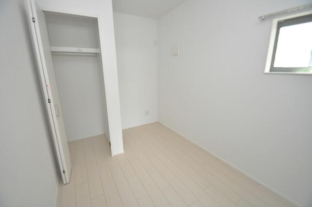 Lumo布施(ルーモフセ) 白を基調としたリビングはお部屋の中がとても明るいですよ。