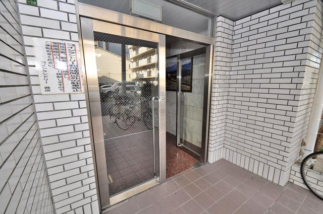 日栄ビル3号館 エントランス周辺はいつもキレイに片付けられています。