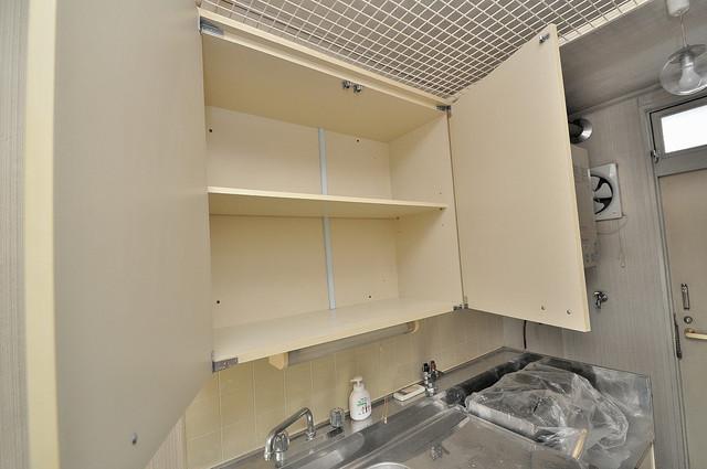 エステートピアイシイ キッチン棚も付いていて食器収納も困りませんね。
