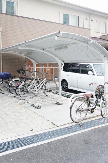 駐輪場に原付バイクも駐車可能♪