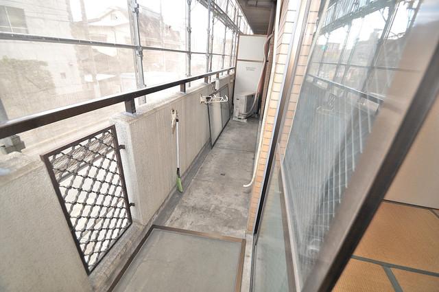 七福興産ビル 広めのバルコニーは風通しが良く、洗濯物もよく乾きそうです。