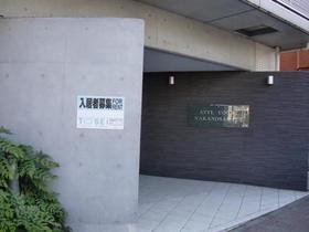 新宿駅 徒歩15分エントランス