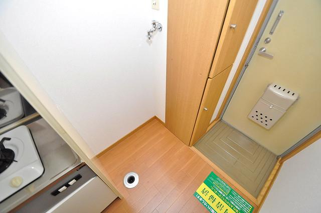 エステートピアナカタB棟 嬉しい室内洗濯機置場。これで洗濯機も長持ちしますね。