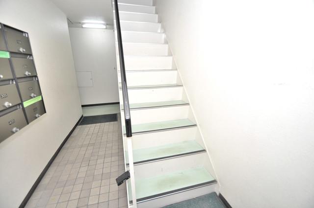 ブリリアント神路 この階段を登った先にあなたの新生活が待っていますよ。