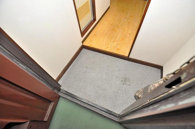 浅田ハイツ 玄関口が大きいので、とても解放感があります。