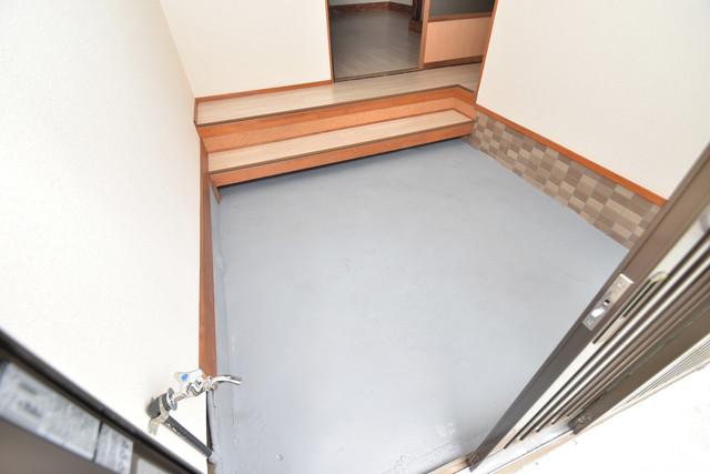 長堂2-16-8 貸家 玄関口が大きいので、とても解放感があります。