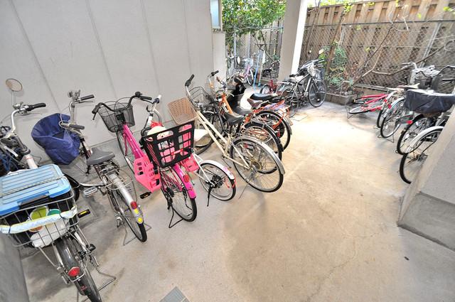 ツインコンフォートハイツ岩崎 1階には駐輪場があります。屋内なので、雨の日も安心ですね。