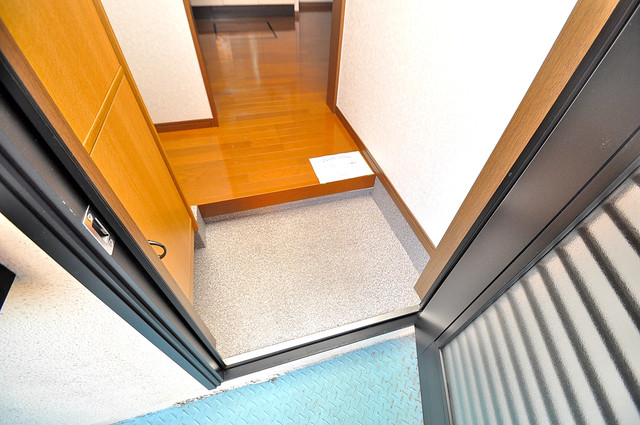 カーサ布施Ⅱ 玄関口が大きいので、とても解放感があります。