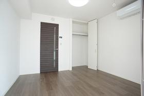 6.5帖の洋室には天井高のクローゼットや化粧幕板