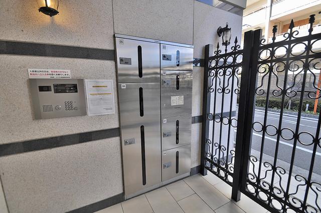 サイプレス小阪駅前 外出する事が多い方も安心嬉しいメールボックス完備です。