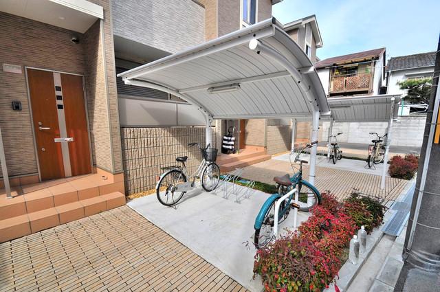 プレベール小路東 敷地内には専用の駐輪スペースもあります。