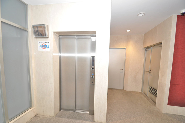 レジュールアッシュ長堀通南 嬉しい事にエレベーターがあります。重い荷物を持っていても安心