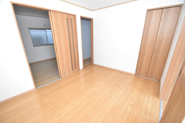 横沼町1-9-12 貸家 明るいお部屋は風通しも良く、心地よい気分になります。