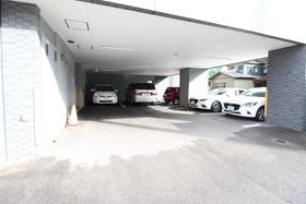 https://image.rentersnet.jp/08d50fbc-ec24-4adb-917e-16a72e5486d8_property_picture_958_large.jpg_cap_駐車場