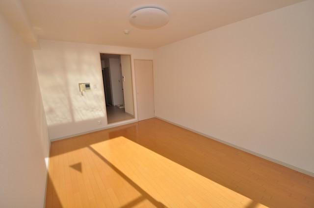 八戸ノ里HIROビル シンプルな単身さん向きのマンションです。