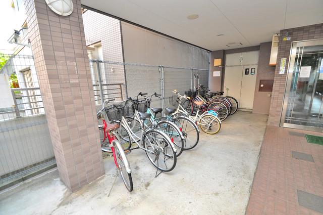 イーストコトブキ あなたの大事な自転車も安心してとめることができますね。