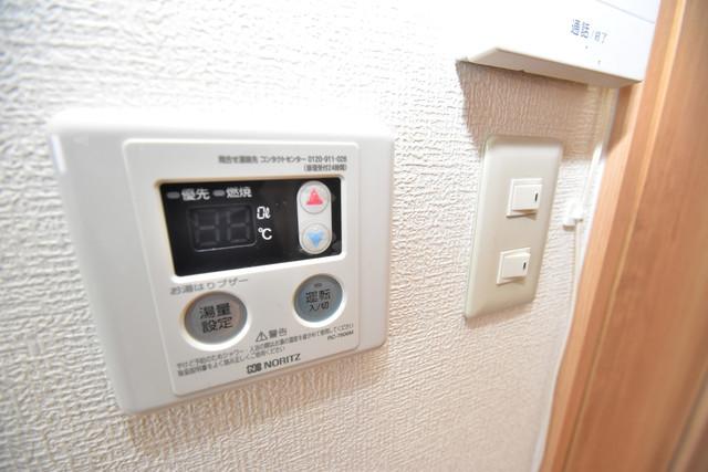 星和ビル 給湯リモコン付。温度調整は指1本、いつでもお好みの温度です。