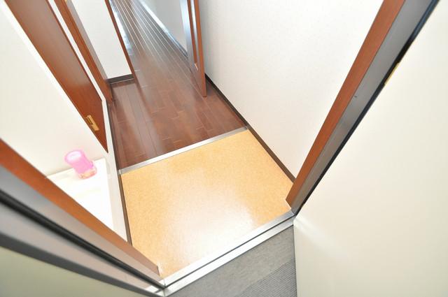 リュミエールイースト 玄関を開けると解放感のある空間がひろがりますよ。